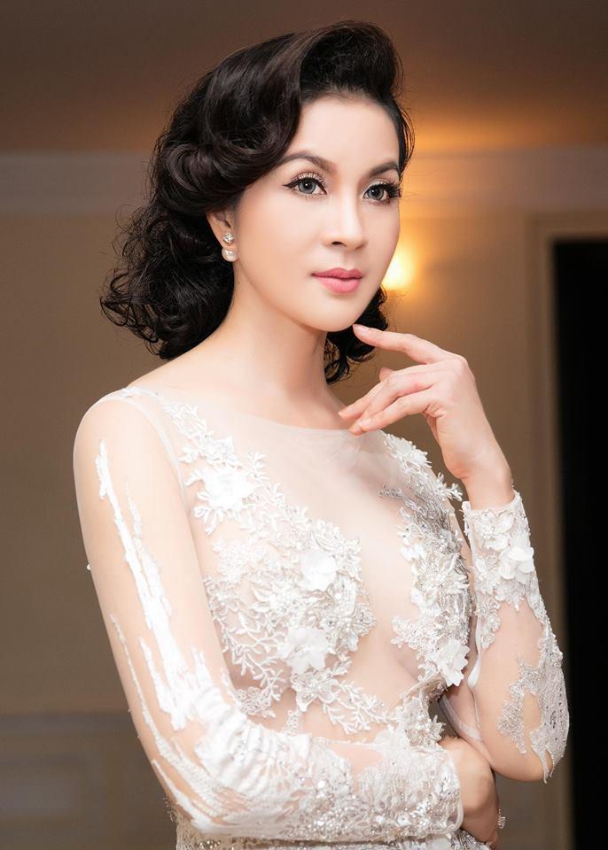 MC Thanh Mai U50 vẫn cực kỳ gợi cảm