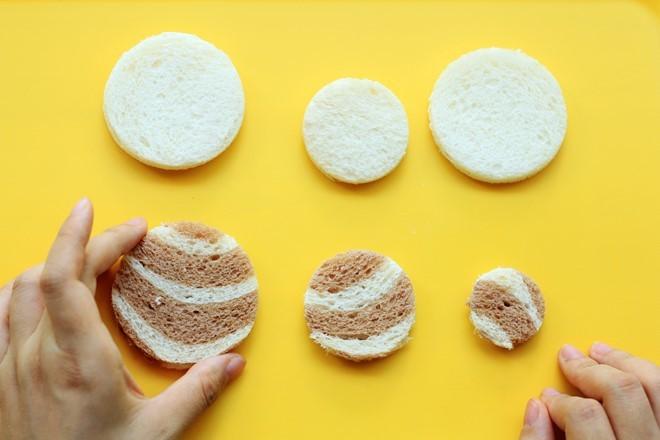 Làm món ngon từ bánh mì sandwich hình heo con
