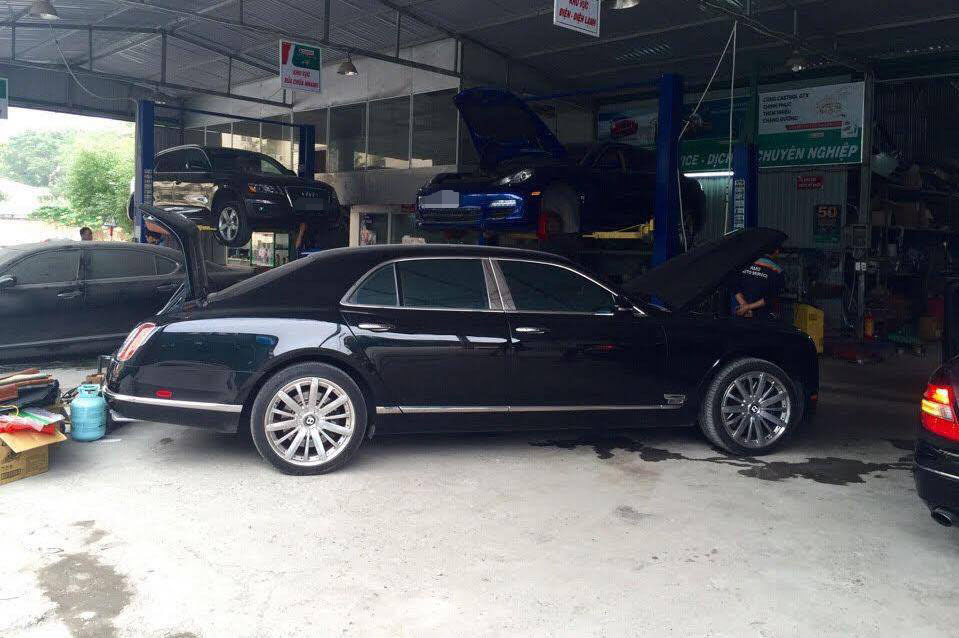 siêu xe, siêu xe của đại gia, siêu xe đi bảo dưỡng, tết nguyên đán,  Siêu xe porsche panamera, xe Range Rover, xe Audi TT, xe ô tô, Roll Royce Ghost, Cadillac Escalade,
