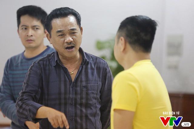 Gạt nỗi đau mất mẹ, Quốc Khánh vẫn tập luyện Táo quân 2017
