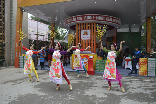 Tưng bừng Hội chợ xuân tại công viên Thống Nhất - ảnh 1