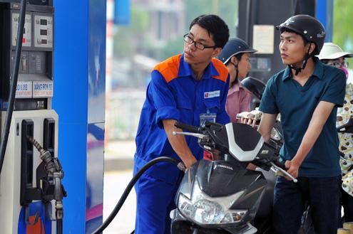1 lít xăng sẽ gánh 8.000 thuế môi trường: Sắp tăng giá kỷ lục? - ảnh 1