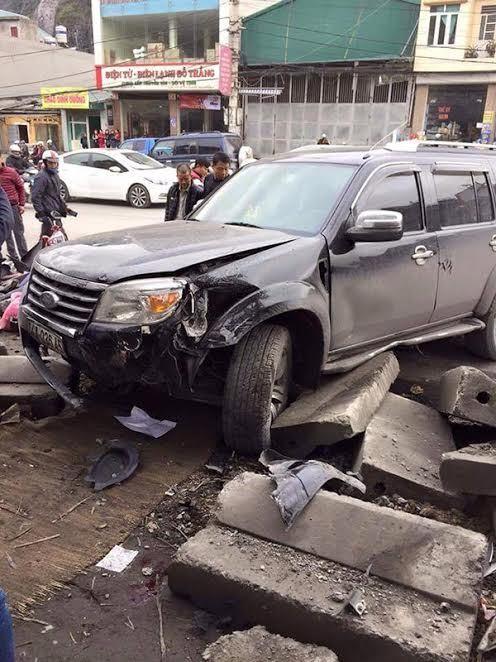 Ô tô húc hàng loạt xe máy, 3 người tử vong - ảnh 2