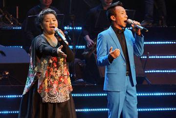 MC Lại Văn Sâm và NSND Thanh Hoa khiến khán giả bật cười