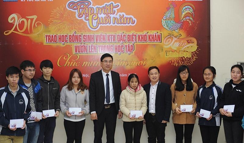Cựu sinh viên KTX Mễ Trì hỗ trợ sinh viên nội trú