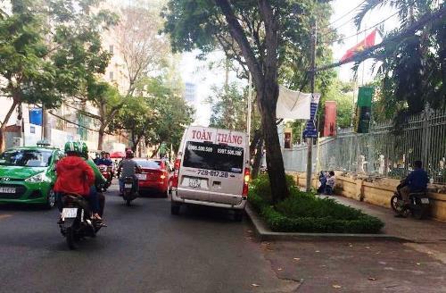 """Cuối năm xe khách """"lơ"""" lệnh cấm vào nội ô Sài Gòn bắt khách"""