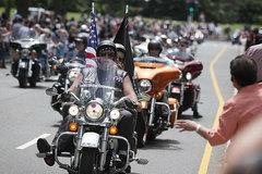 Hàng nghìn môtô phân khối lớn bảo vệ Trump nhậm chức