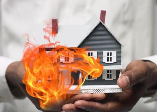 Hàng xóm thui thịt chó làm cháy nhà, kiện có được không?