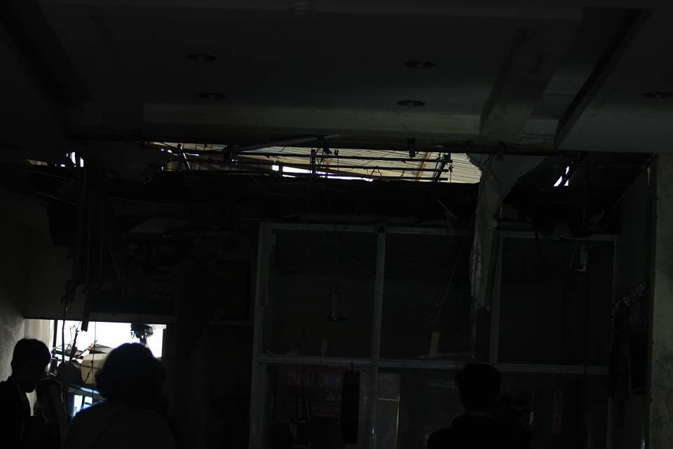 Lửa bao trùm cửa hàng nội thất trên phố Đê La Thành