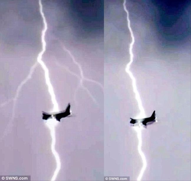 Máy bay Boeing bị sét đánh kinh hoàng giữa trời