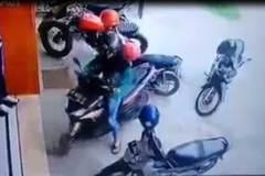 Pha lùi xe của người phụ nữ khiến người xem không tin vào mắt mình
