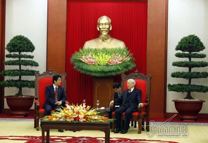 Tổng bí thư tiếp Thủ tướng Nhật Bản