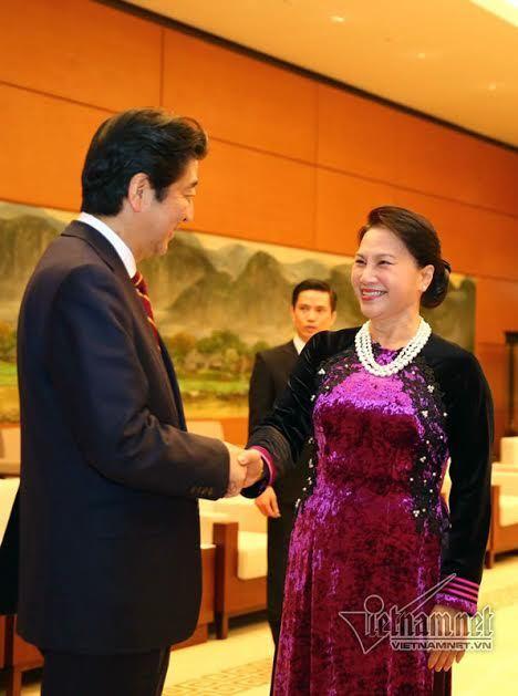 Chiều Hà Nội kín từng phút của Thủ tướng Nhật