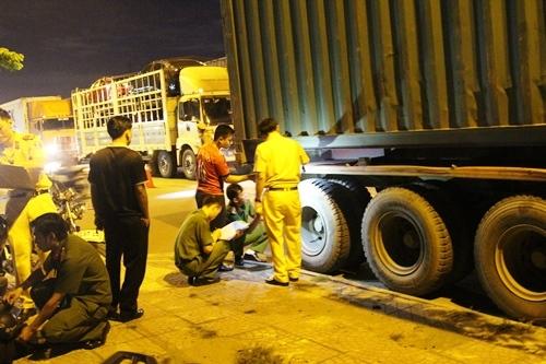 Truy bắt xe container cán chết người rồi chạy trốn ở Sài Gòn