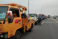 Cả dàn xe cứu hộ 'đưa nàng về dinh' tại Vĩnh Phúc