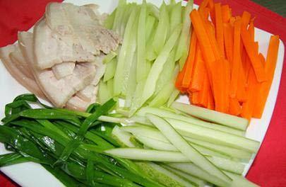 Cách làm thịt ba chỉ cuộn rau củ giải ngán cho ngày Tết