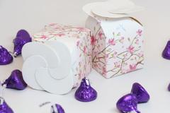 Hoang mang khi thấy hộp quà trong nhà chồng sắp cưới