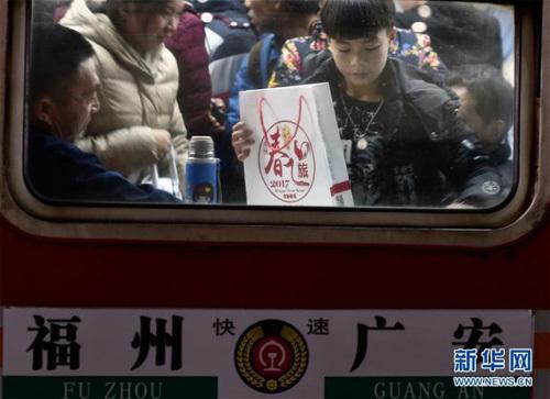 Cảnh chật như nêm ở ga tàu Trung Quốc dịp Tết