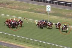 Kỵ sĩ lao lên chặn đối thủ để bạn gái về đích trước