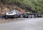 Hòa Bình: Xe container vỡ vụn sau tai nạn