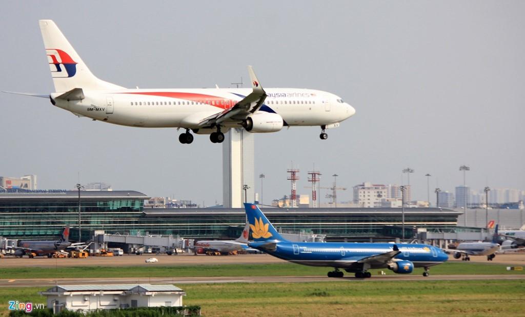 Máy bay ngập trên không và đường băng tại Tân Sơn Nhất