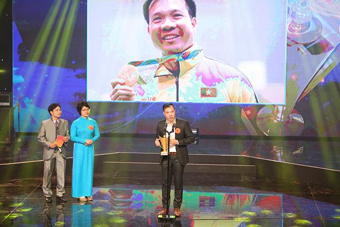 Xạ thủ Hoàng Xuân Vinh giành cúp Chiến thắng 2016
