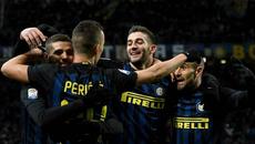 """Siêu phẩm """"xe đạp chổng ngược"""" khó tin của hậu vệ  Inter"""