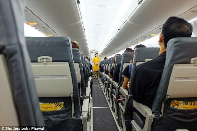 quy định bay, máy bay, cửa sổ máy bay, hành khách, hàng không, an toàn bay, phi công, tiếp viên