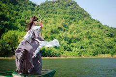 Sao mai Phương Thảo tung MV đẹp như tranh tại Ninh Bình