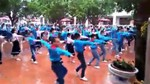 Học sinh tiểu học nhảy Cha Cha Cha đẹp mắt trên sân trường