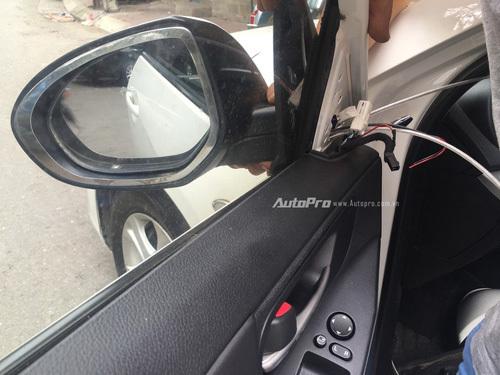 Chống mất gương cho xe ô tô với giá 300.000 đồng