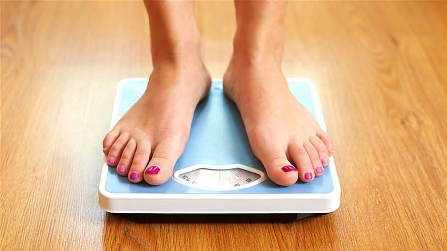 Cách ăn bánh chưng, giò chả 'thả ga' vẫn không tăng cân