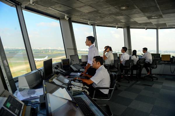 CSGT kiểm soát vùng trời, căng mắt phân luồng máy bay