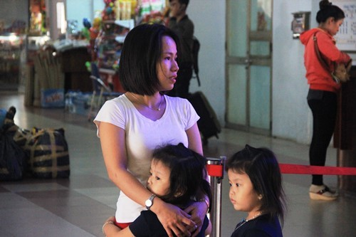 Ga Sài Gòn, bật khóc giữa ga Sài Gòn, lỡ chuyến tàu Tết, cò vé, Tết Đinh Dậu 2017