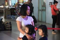 Kẹt xe, hành khách bật khóc giữa ga Sài Gòn vì trễ tàu về Tết