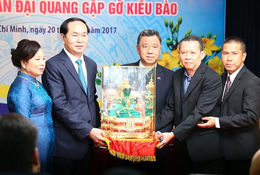 chủ tịch nước Trần Đại Quang thả cá chép, ông công ông táo, kiều bào về nước ăn tết, lãnh đạo TPHCM