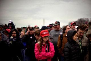 Mũ đỏ mang dấu ấn Donald Trump sản xuất ở Việt Nam