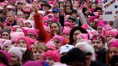 Phụ nữ Mỹ đổ xuống đường phản đối Trump