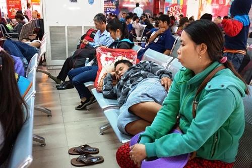 TPHCM, ga Sài Gòn, trễ chuyến, kẹt xe, vật vờ, Tết, tàu hỏa