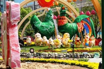 Đường hoa Nguyễn Huệ Tết Đinh Dậu 2017 trước ngày khai mạc