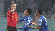 Mất điểm, HLV Khánh Hòa bức xúc với con trưởng ban trọng tài
