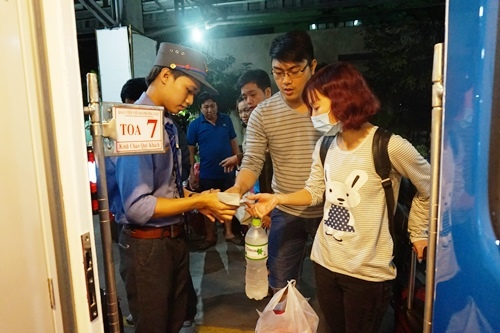 Hành khách Sài Gòn bất ngờ được lên tàu '5 sao'
