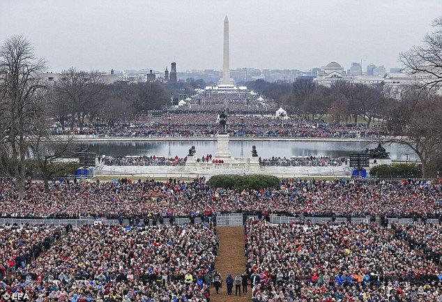 'Chiến tranh' bùng nổ giữa Nhà Trắng và giới truyền thông
