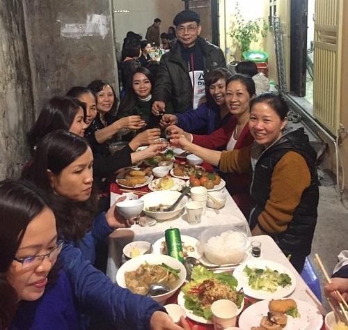 Bữa tất niên của phố phường