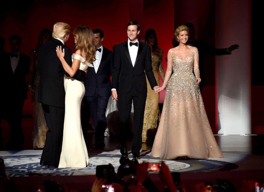 Ẩn ý bất ngờ trong bộ váy dạ tiệc của Ivanka Trump