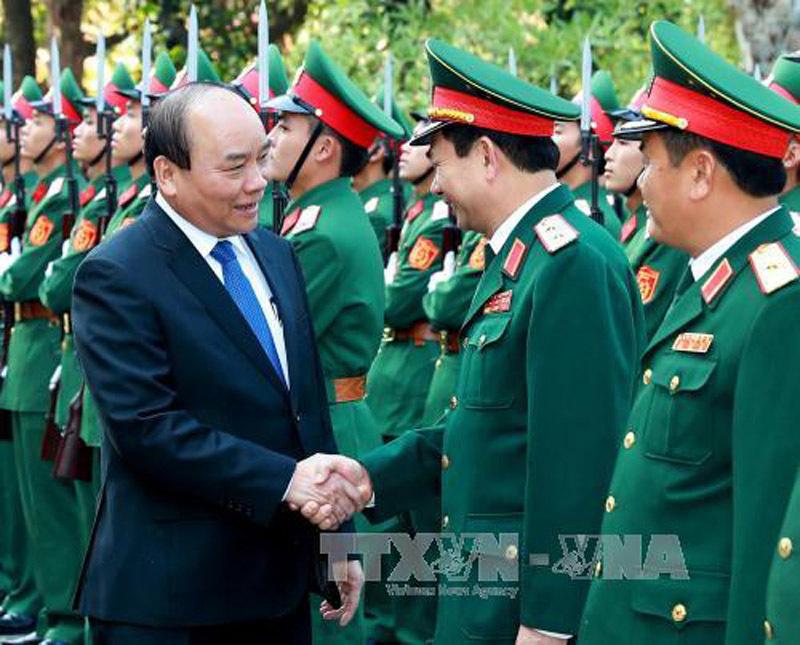 Thủ tướng kiểm tra công tác chiến đấu tại Sư đoàn Chiến thắng