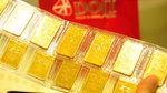 Giá vàng hôm nay 25/1: Neo cao trên đỉnh, bất chấp USD tăng