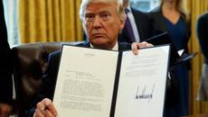 Trump ký sắc lệnh gây tranh cãi
