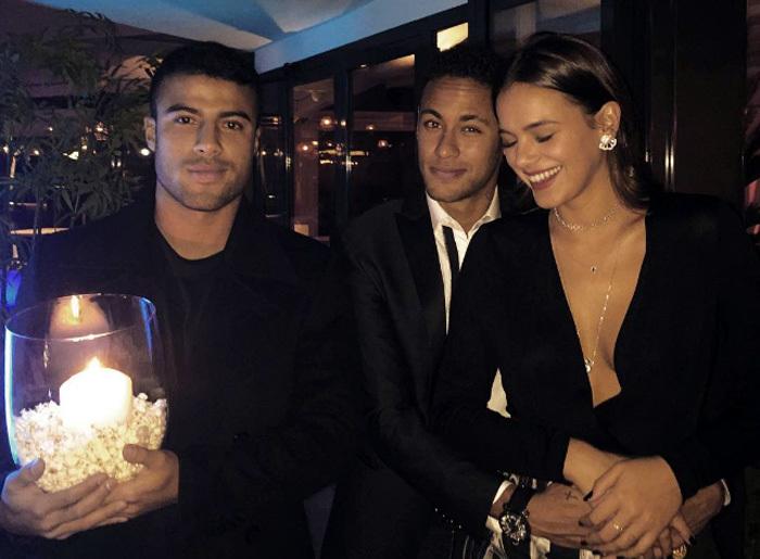 Khóa môi bồ cũ, Neymar muốn nối lại tình xưa? – VietNamNet