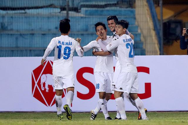 Giải ngân nửa triệu USD, Hà Nội FC và Than Quảng Ninh ăn tết to